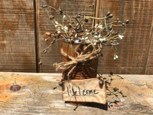 Cute prim decor. Choose either Welcome or Friends. Each rusty tin can is decorated with pip berries and a stitched sign with jingle bells. Made in the USA in a smoke free home.